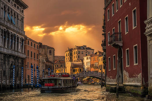 Leaving Venice by Alejandro Tejada