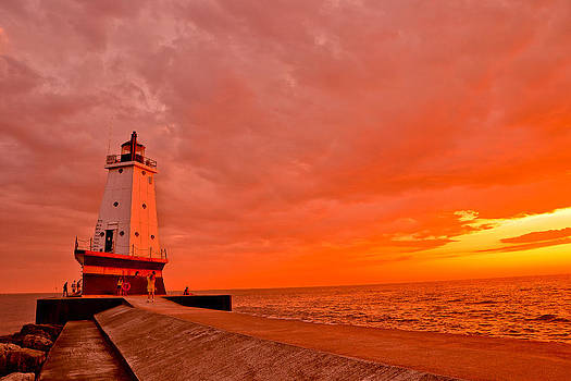 Lighthouse warmth by Mathieu Beauchesne