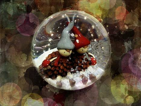 Barbara Orenya - Lil elves in a snow drop