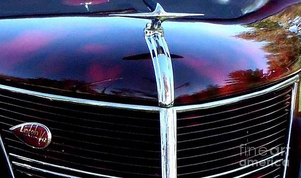 Gail Matthews - Lincoln Zephyr 1937 Hood Ornament