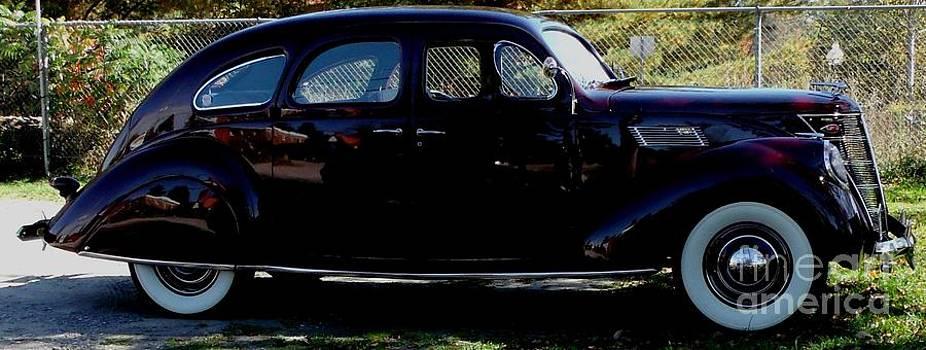 Gail Matthews - Lincoln Zephyr V12 1937