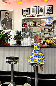 Randall Branham - Little girl Elvis milk shakes music