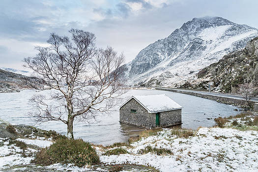 Llyn Ogwen - A Winter's Day by Christine Smart