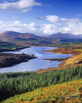 Loch Garry by Derek Croucher