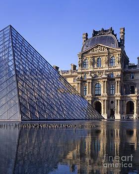 Louvre by Derek Croucher