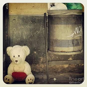 Love in the trash by Victoria Herrera