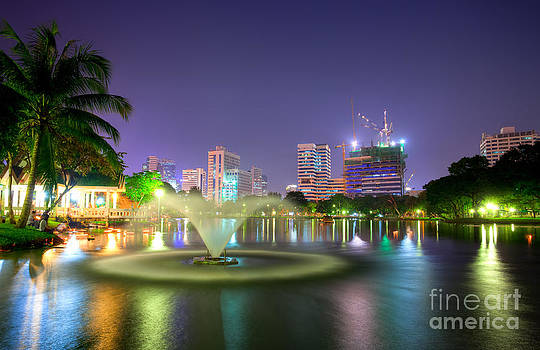 Fototrav Print - Lumpini Park at night Bangkok