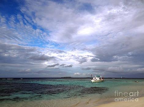 Maldives 08 by Giorgio Darrigo