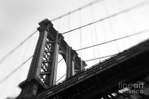 Manhattan Bridge by Tony Cordoza