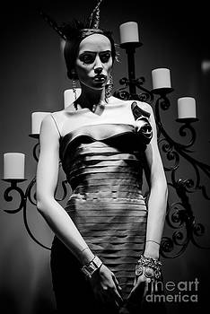 Sonja Quintero - Mannequin of The Night