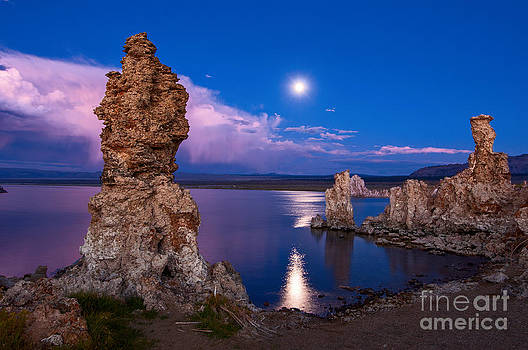 Jamie Pham - Mono Moonrise - Strange Tufa Towers of Mono Lake in California.