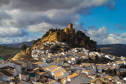 Montefrio by Juan Pablo De la Cruz Gutierrez