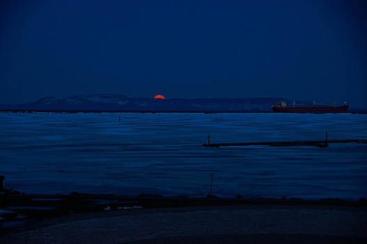 Moon over The Giant by Tingy Wende
