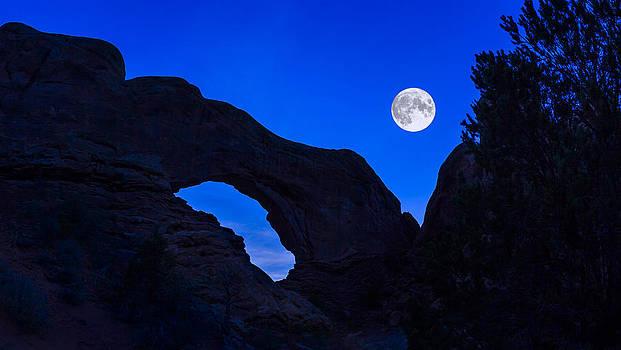Jeff Burton - Moonrise Over North Window Arch