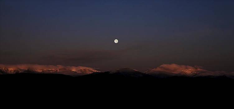 Moonset at Sunrise by Patrick Derickson