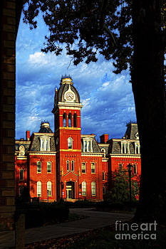 Dan Friend - Morning sun hitting Woodburn Hall paintography