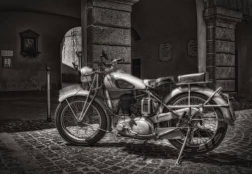 motorcycle BSA 500 by Leonardo Marangi
