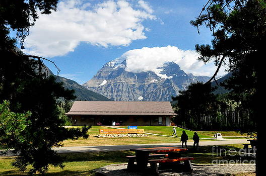 Mount Robson Visitor Centre by Tanya  Searcy