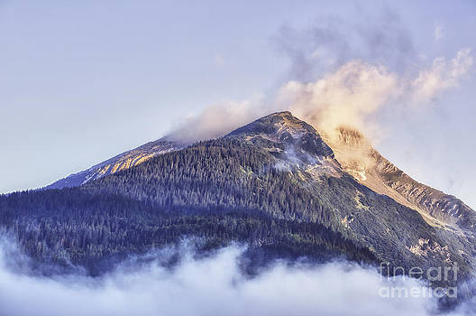 LHJB Photography - Mountain in morning light with clouds