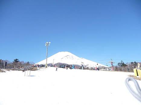 Mt Fuji valocinc mountain filled with snow by Siva Guru
