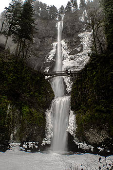 Multnomah Falls by Jesse Wright