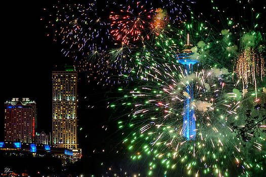 Niagara Fireworks 1 by Pat Scanlon