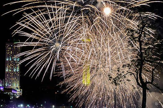 Niagara Fireworks 2 by Pat Scanlon