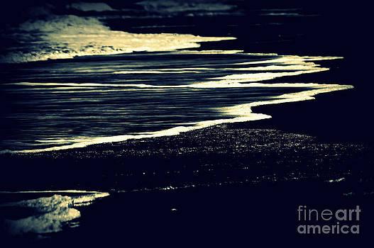 Susanne Van Hulst - Nightly Waves by the Ocean Shore