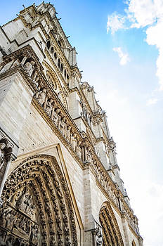 Notre Dame Cathedral  by Chaiyaphong Kitphaephaisan