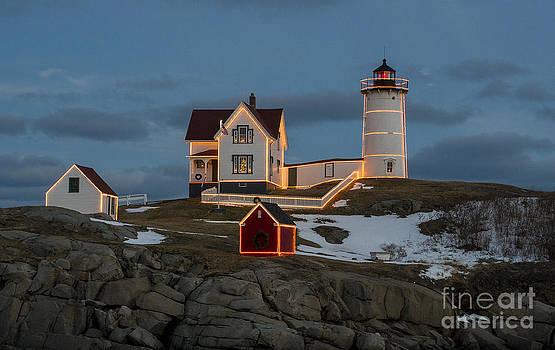 Steven Ralser - Nubble lighthouse at Christmas