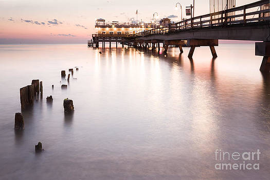 Lisa McStamp - Ocean View Sunrise