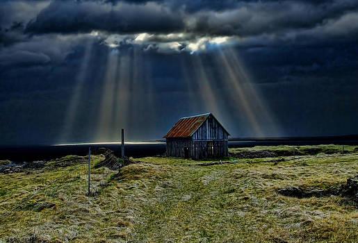 Old Barn. by Konrad Ragnarsson