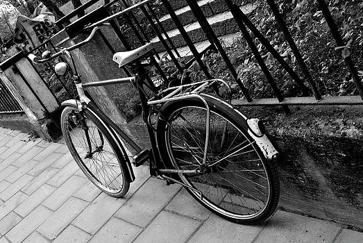 Old Bicycle by Frederico Borges