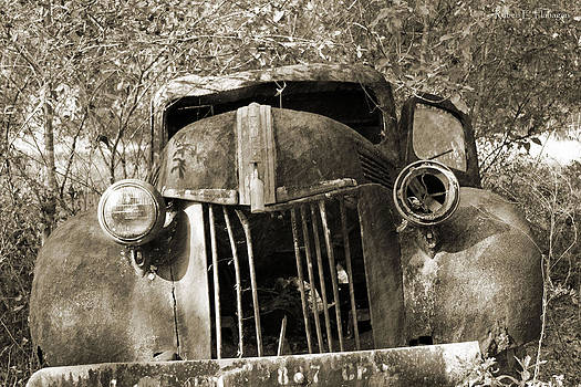 Old Car  by Ruben  Flanagan