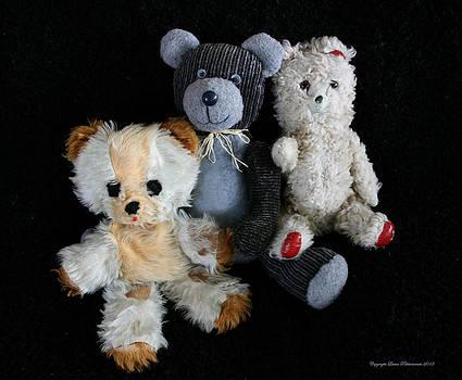 Old Teddy Bears by Leena Pekkalainen