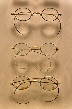 Mike Savad - Optometrist - Simple gold frames