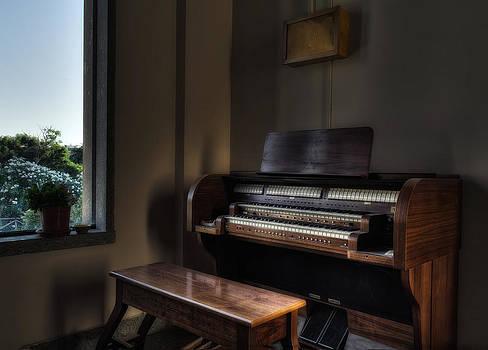 Organ With Window by Leonardo Marangi