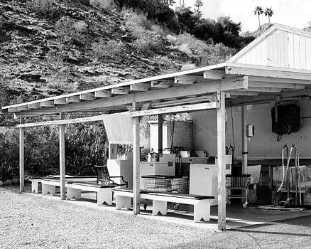 William Dey - OUTDOOR LAUNDRY BW Palm Springs