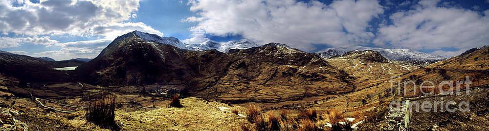 Panaramic Snowdonia mountains by Russ Murry