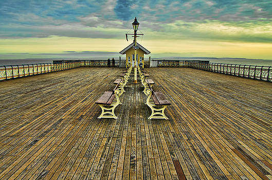 Penarth Pier by Pete Hemington