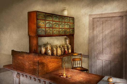 Mike Savad - Pharmacy - The herbalist
