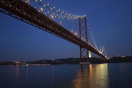 Ponte 25 de Abril Lisboa by Goncalo Resende
