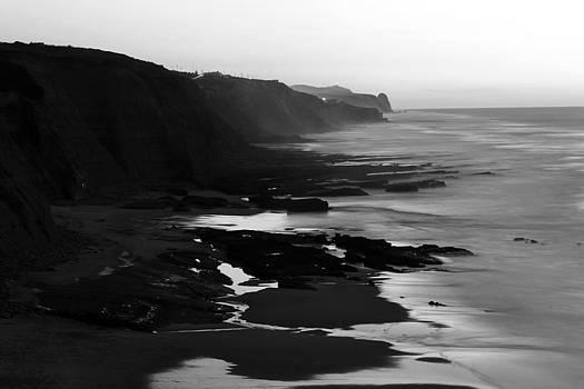 Praia do Magoito - Sintra by Goncalo Resende