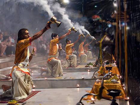 Dominique Amendola - Pujaris priests performing Aratika worship