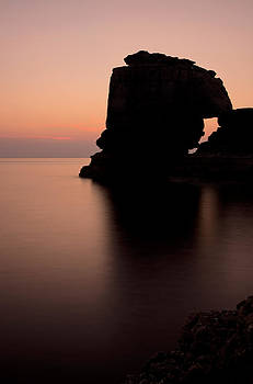 Pulpit Rock in Dorset by Pete Hemington