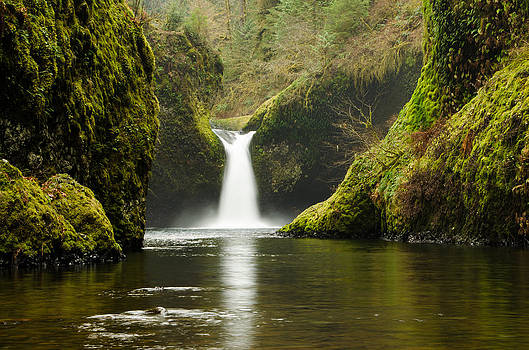 Punch Bowl Falls by Jesse Wright