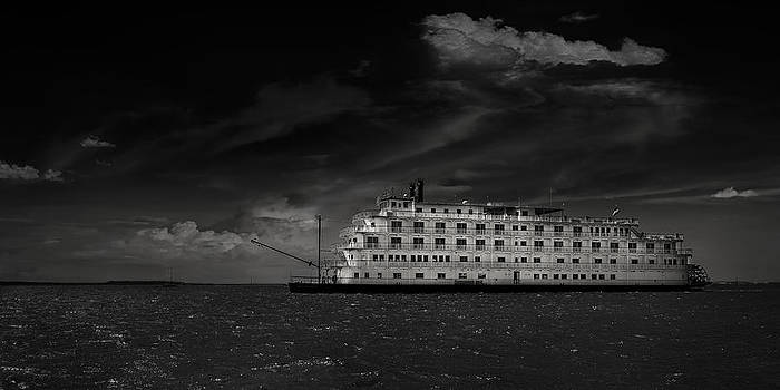 Queen of the Mississippi  by Mario Celzner