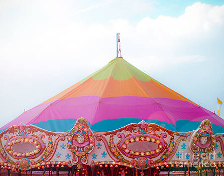 Sonja Quintero - Rainbow Big Top