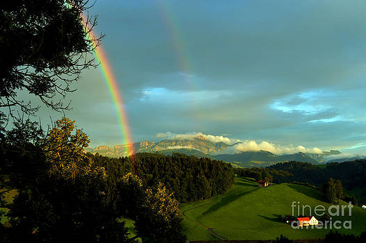 Susanne Van Hulst - Rainbow in the Swiss Alps