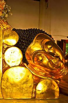 Reclining Buddha by Keerati Preechanugoon